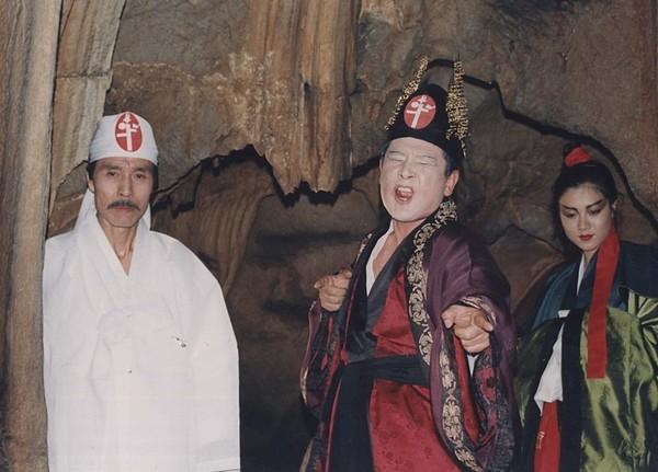 1992년 개봉한 영화 백백교의 한 장면